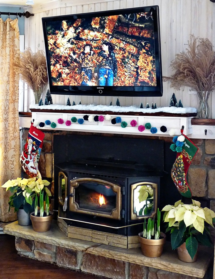 Christmas Mantel 008